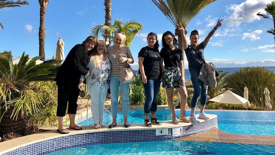 Teilnehmerinnen Am Pool